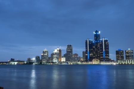 デトロイト ミシガン州のスカイラインの夜 scnese 写真素材 - 21052717