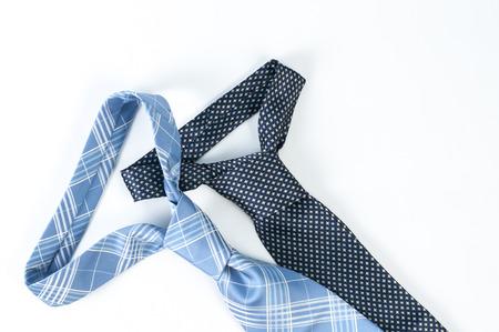 together with long tie: Un par de azul corbata en fondo blanco