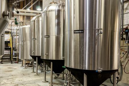 Acciaio inossidabile fabbricazione della birra serbatoio fermentatore Archivio Fotografico - 32830170