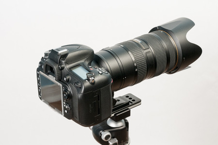 mounter: DSLR camera mounter on tripod with long telephoto lens