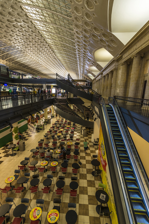 visions of america: Busy scene inside washington DC union station