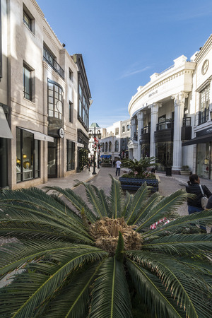 high end: A high end section of rodeo drive, Via rodeo