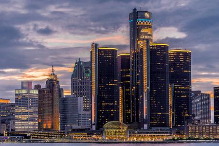 アメリカのデトロイトの米国州での高層ビル。