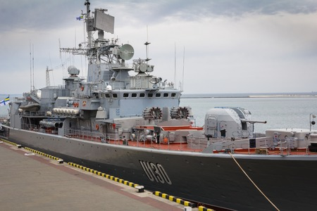 deck cannon: Odesa, UKRAINE - MARCH, 26, 2015: Ukrainian battleship Hetman Sagaydachny standing in the sea port Editorial