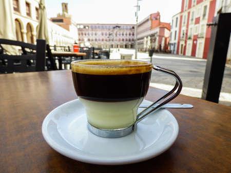 cafe bombon: Cafe Bonbóm (expreso + leche condensada) en Badajoz, España
