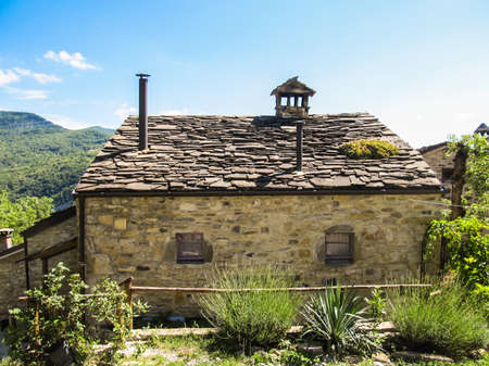 17th: 17th century stone cottage in the Italian countryside