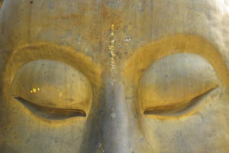 cabeza de buda: la cabeza de Buda, un gran templo budista en Tailandia