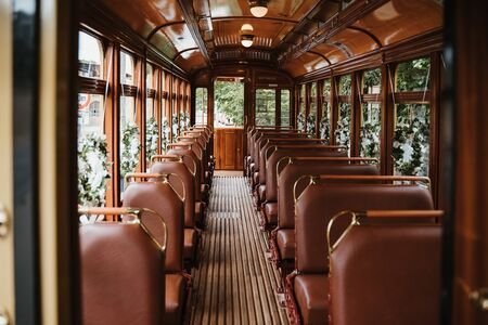 an old wedding tram with flowers Banque d'images