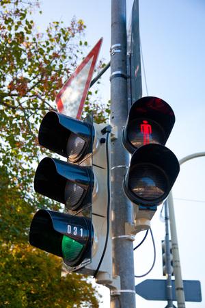 semaforo peatonal: sem�foros para coches y peatones