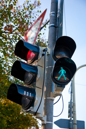 semaforo pedoni: traffic lights for cars and pedestrians