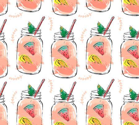 Hand getekend vector abstracte zomertijd biologisch vers fruit seamlees patroon met cocktail in glazen fles fles, watermeloen, citroen slice en muntblaadjes in roze kleuren geïsoleerd op witte achtergrond