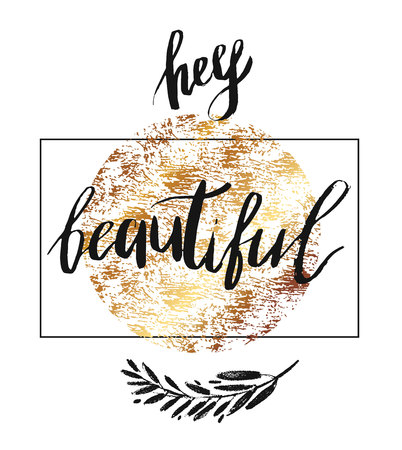 Hey beautiful - vector lettering with hand drawn brunch and golden texture. Calligraphy phrase for gift cards, baby birthday, scrapbooking, beauty blogs. Typography art. 版權商用圖片 - 124679115