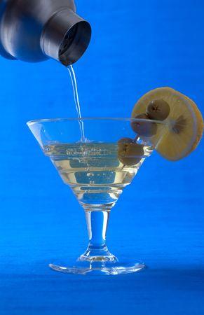 verm�: Verter un c�ctel de vermut