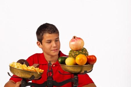 Balance de nutrición, adolescente educada, eligiendo la opción sana  Foto de archivo - 7749526