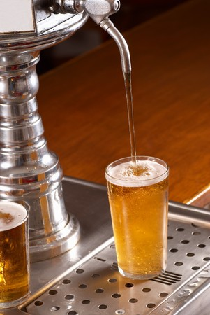 Topping up pint glasses from the draft Stock Photo - 7841099