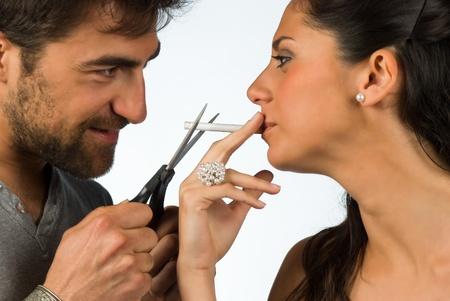 fumando: Guy tratando de ayudar a su novia a dejar de fumar