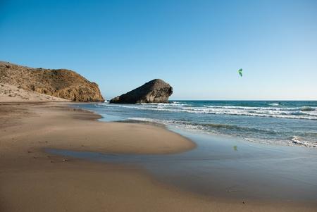 kite surfing: Monsul strand, Cabo de Gata natuurpark, Almería, Spanje