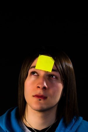 Forgetful guy with a sticky note on his forehead, a concept