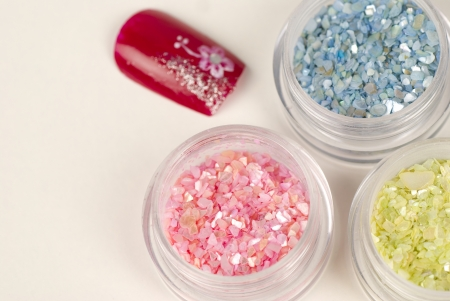 artificial nails: Decorative glitter stones and a finished nail