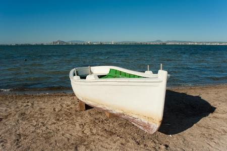 A traditional fishing boat resting on a Mar Menor Beach, Costa Calida, Murcia, Spain Imagens