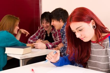 teenage problems: Se excluyen del grupo, los problemas de adolescentes en la escuela