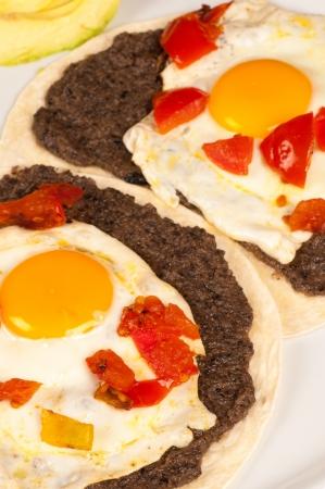 ウェボス ・ ランチェーロス、伝統的なメキシコの朝食を卵します。