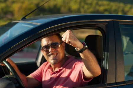 gesticulate: Guy getting aggresive in a road rage attitude