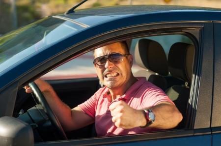 raiva: Macho tipo de motorista sobre a perd Banco de Imagens