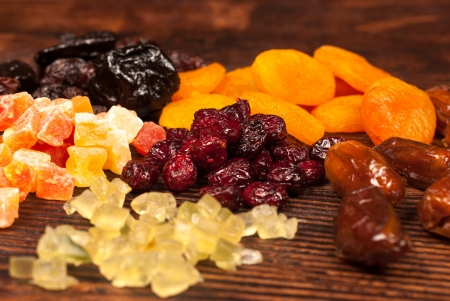 Assorted dried fruit displayed on an wooden surface Imagens