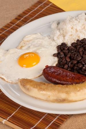 Bandeja paisa, un almuerzo abundante colombiano