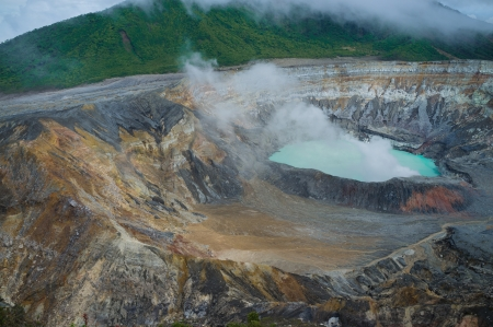 Fumes coming out of the hot Poas volcano lagoon, Costa Rica, Central America Imagens