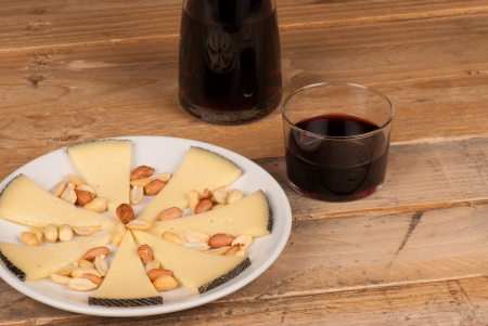 andalusian cuisine: Traditional Spanish cheese tapa served with red wine Stock Photo
