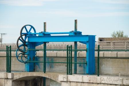 sluice: Machinery controlling a sluice gate at a reservoir dam