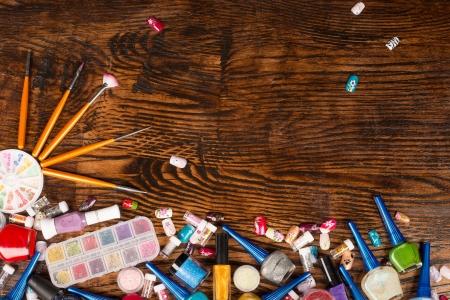 laquered: Nail art still life con gli oggetti cosmetici assortiti