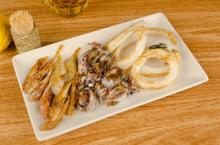 andalusian cuisine: Assorted small fried fish, a traditional Spanish tapa