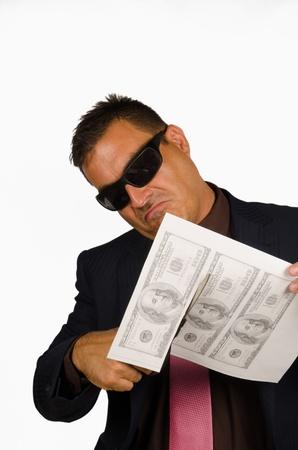 dinero falso: Mafia buscando tipo de individuo forja billetes de dólar