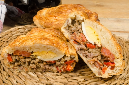 meat pie: Meat pie with puff pastry, traditional Spanish cuisine