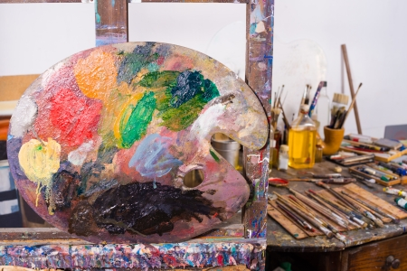 atelier: Palette against  the  background of an artists atelier Stock Photo