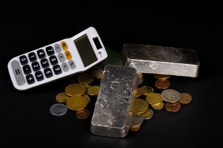Silberbarren Und Münzen Ein Finanzkonzept Lizenzfreie Fotos Bilder