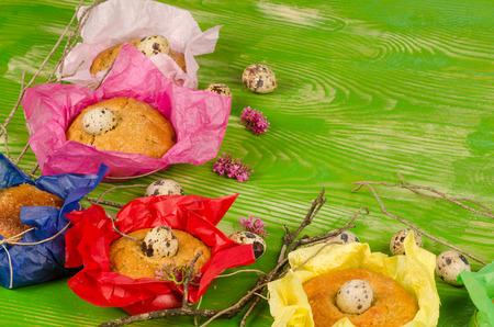 meant: Tradizionali monas spagnolo in una versione piccola con uova di quaglia, intesa come alimento bambino