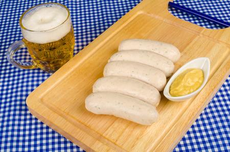 comida alemana: Cerveza, salchichas y mostaza, comida tradicional alemana