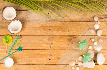 coconut oil: Olio di cocco e sunsreen in una estiva ancora in vita Archivio Fotografico
