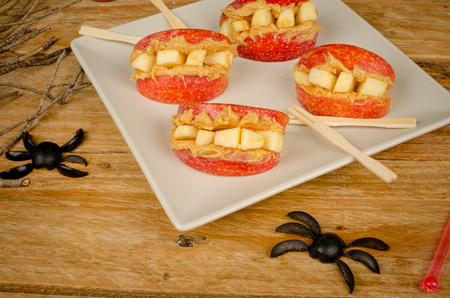 Spooy dentures, a funny Halloween dessert for a kid party photo