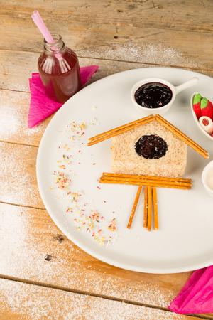reloj cucu: S�ndwich de reloj de cuco, una idea creativa para una merienda ni�o