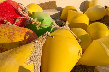 boyas: Mont�n de boyas que se utiliza en la industria pesquera