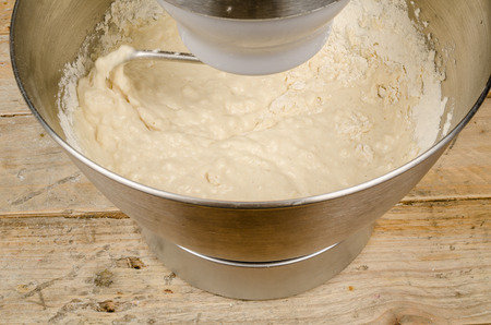 food processor: Kneading dough with a domestic food processor