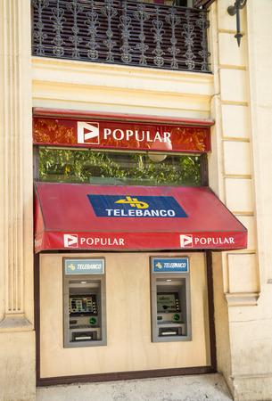 zone euro: MADRID, ESPAGNE - 12 f�vrier 2015: Une branche Banco Popular. Populaire est l'une des banques espagnoles moyennes vu � plusieurs reprises en difficult� pendant la crise financi�re dans la zone euro