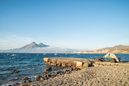 redes de pesca: Remolque con redes de pesca dentro de Cabo de Gata Parque Natural, Andaluc�a, Espa�a