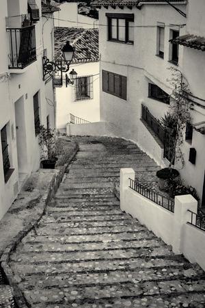 altea: Charming narrow old town street in Altea, Costa Blanca, Spain