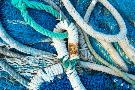 redes de pesca: Fotograma completo tomar de un montón de cuerdas y redes de pesca Foto de archivo